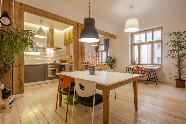 Artistic, spacious apartment in charming area - Riga - Leilighet
