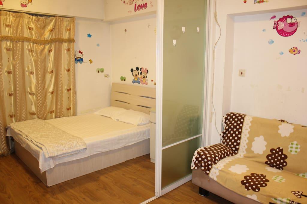 这是其中一个房间,同样户型的房间还有几间