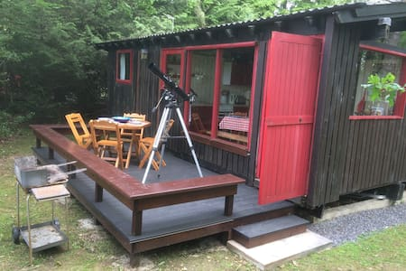 Cute retro West Wales cabin for six - Carmarthenshire