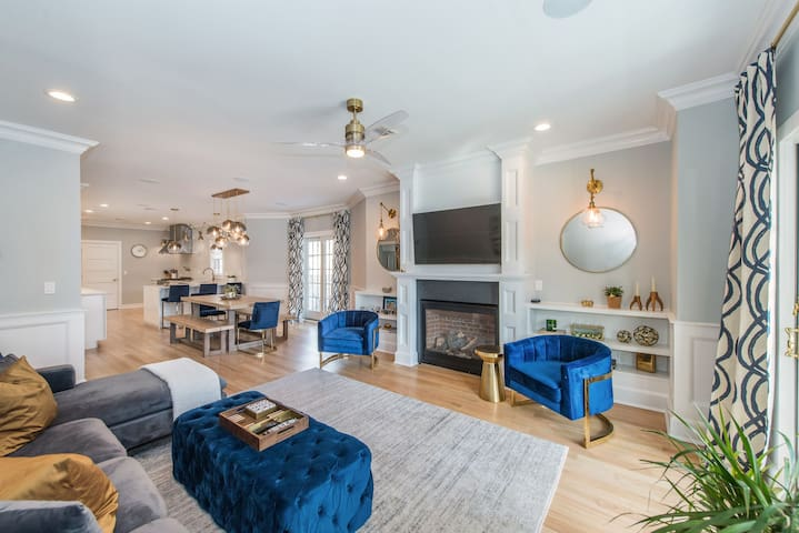 Luxurious in-town Summit home