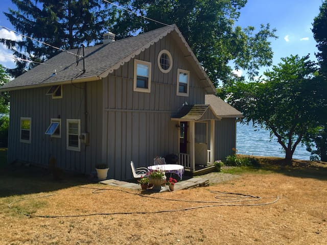 Lakefront cottage in Aurora, NY 13026. Fingerlakes