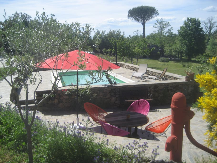 Chambre b b vue sur piscine bed and breakfasts for rent for A la piscine translation