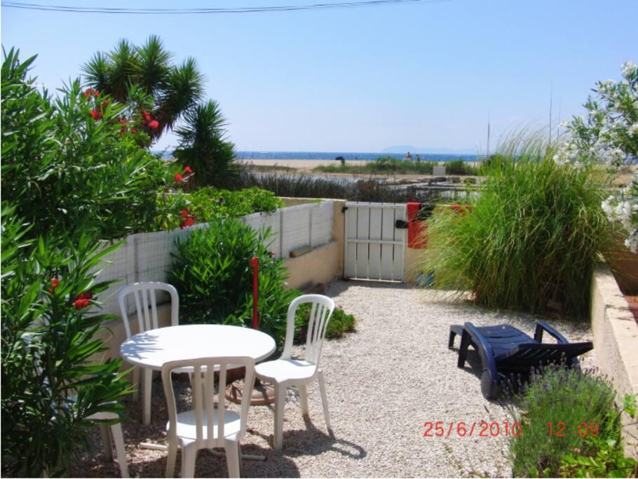 Magnifique studio au bord de mer appartements louer hy res provence alpes c te d 39 azur france - Restaurant bord de mer hyeres ...