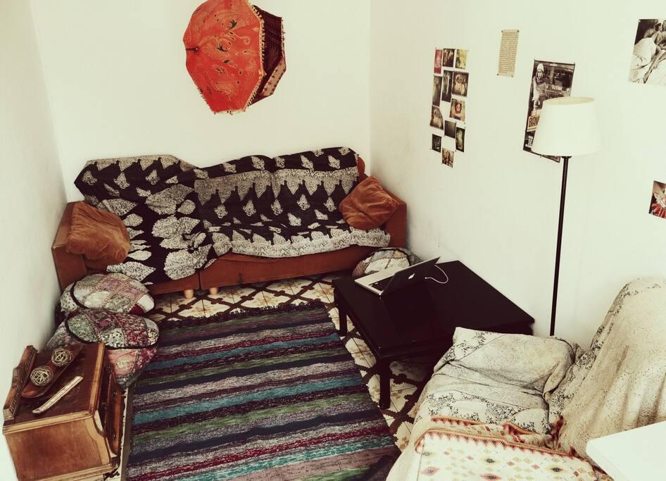 Living Room/ Artistic/ Sweet//