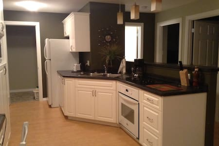 Fully furnished, spacious, 2 bedroom apartment - Moose Jaw - Apartment