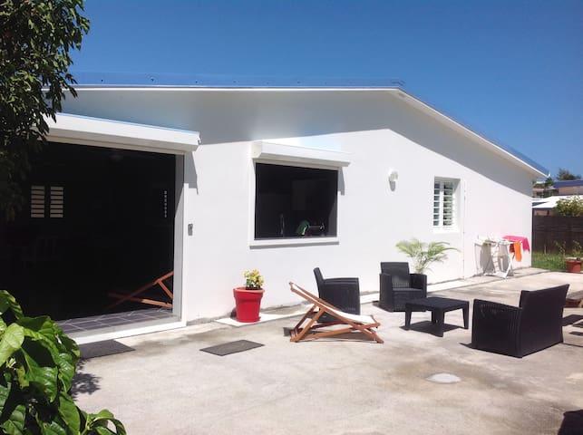 Villa, piscine, plage à 50m, jardin