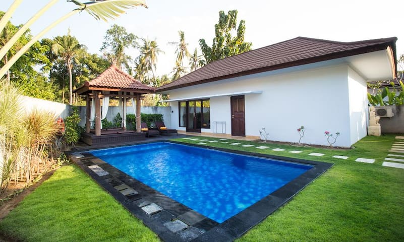 Lovina Beach Front Relaxing Private Pool Villa