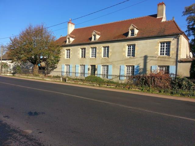GITE DES HIRONDELLES - Chantenay-Saint-Imbert - Casa