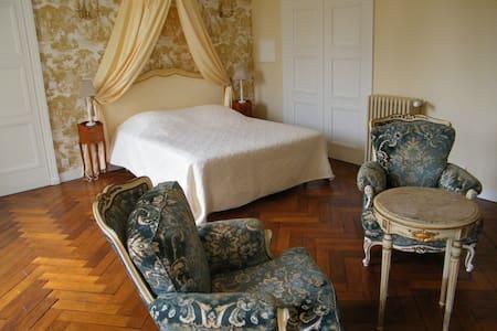 """Suite """"Hervé III de Longaunay"""" - Saint-Martin-des-Entrées - 住宿加早餐"""