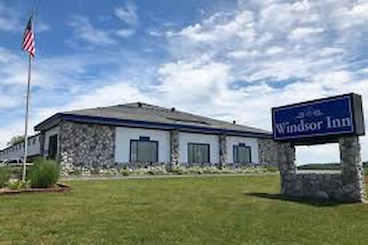 Windsor Inn (2Q)