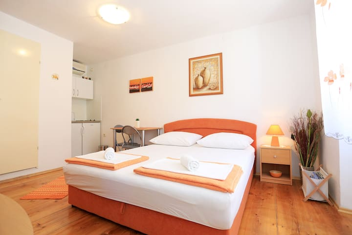 Studio apartment Iva-old town Pag - Pag - Pis
