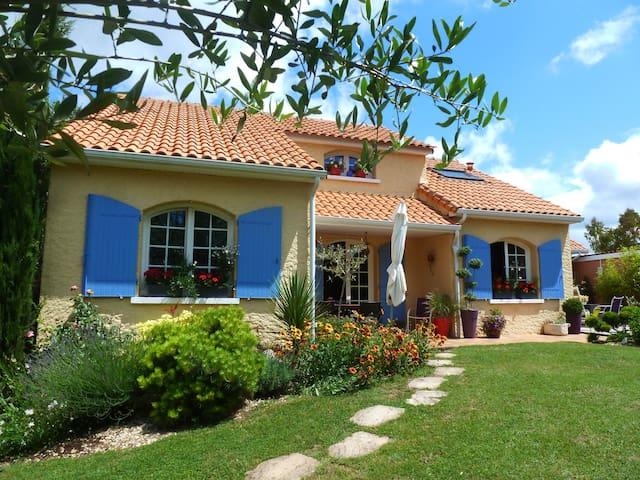 Maison  jardin  piscine couverte - Naintré - Hus