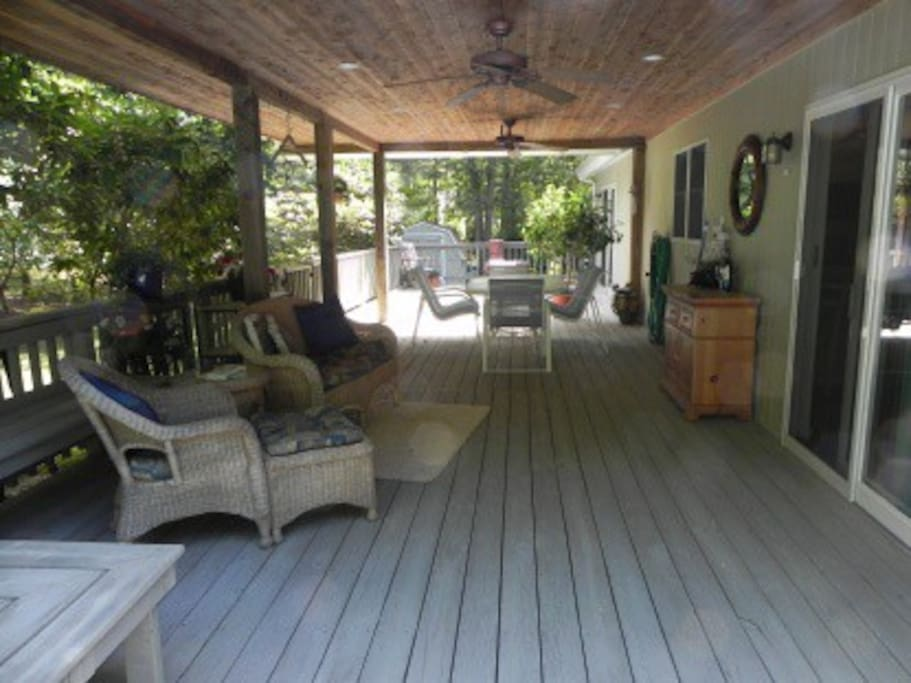 Covered section of wraparound deck