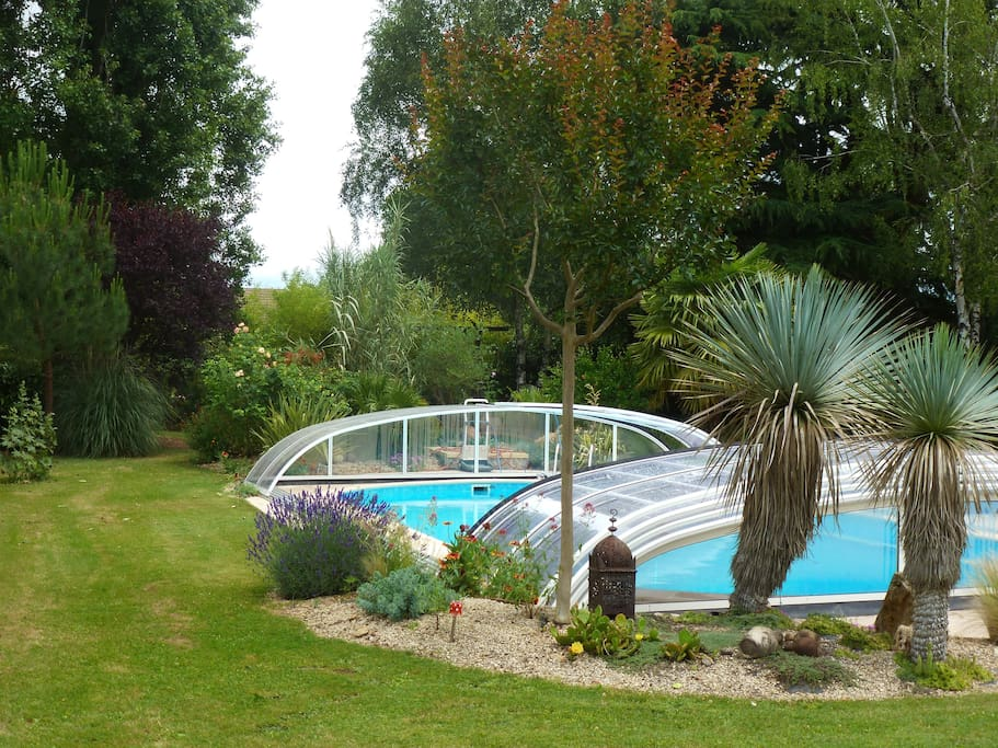Maison jardin piscine couverte houses for rent in for Prix d une piscine couverte