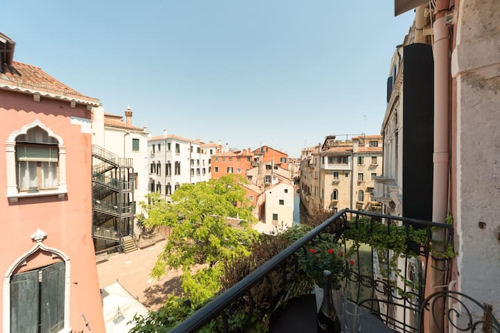 View from balcony to the north along Rio di San Stin