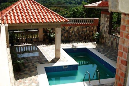 La Casa de Piedras / Hideout Palace - サントドミンゴ