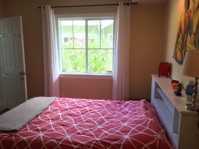 Master bedroom / bedroom 1.
