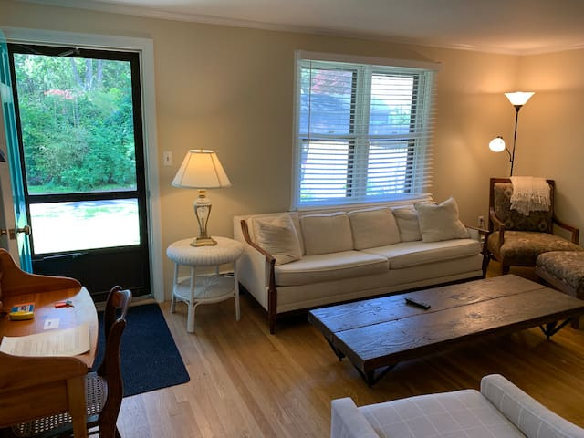 2 Bedroom Near Village Center -Beach Pass Included