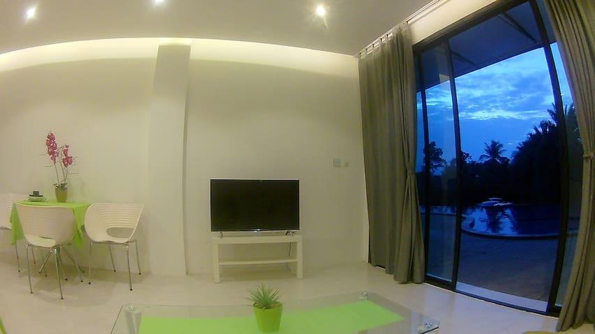 Sasha - NEW Modern Apartment