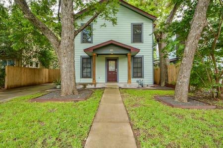 3BR Colorful SoFi House