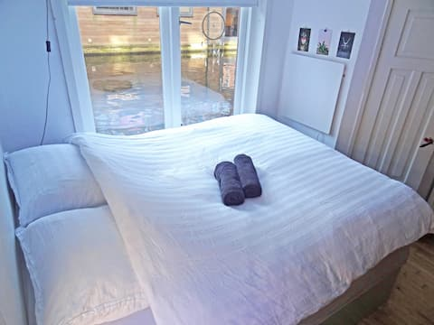 Husbåtsuite med egen inngang, badekar og terrasse.
