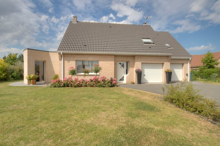 Near  Bergues, nice modern house
