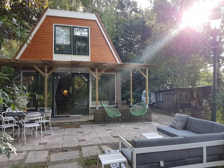 Sfeervol vakantiehuis, chalet, sauna & grote tuin!