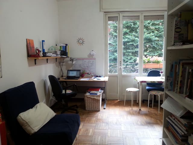 Silenzioso e luminoso monolocale - Milán - Dům