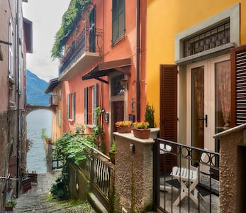 """Annina's House"" Historic Centre VARENNA Lake Como"