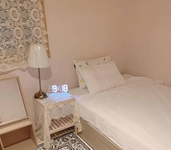 Cozy Room for female travelers - B