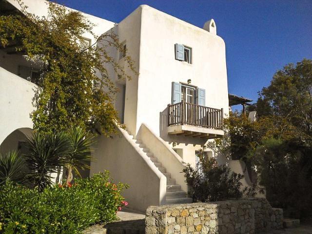 UNIQUE TOWNHOME , 5 min. walk from Ornos beach