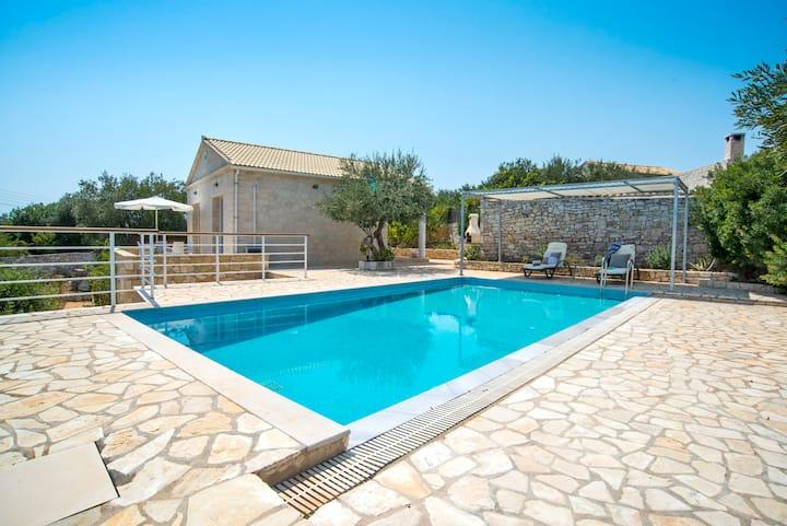 Achinos Villa: Stylish Seaside property for Two