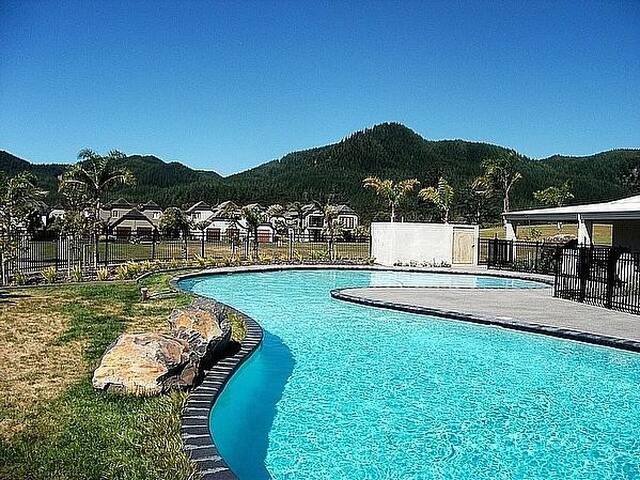 Pauanui Lakes - Pauanui Holiday Home