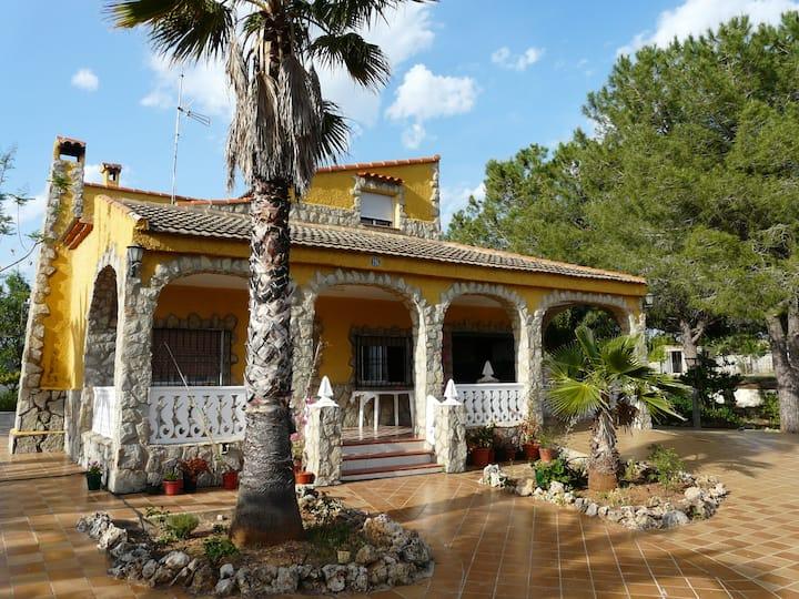 Chalet rústico con piscina en Turis (Valencia)