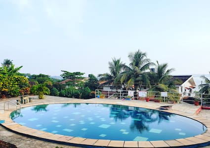 King's Suites - Peaceful Seaview Duplex with Pool