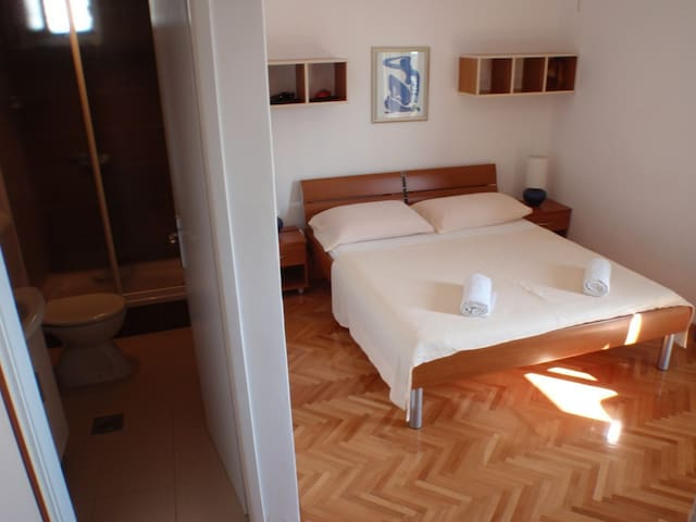 Privat room for a great holiday - Makarska - House