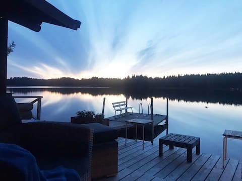 Kaunis loma-asunto rannalla/Cottage by the lake