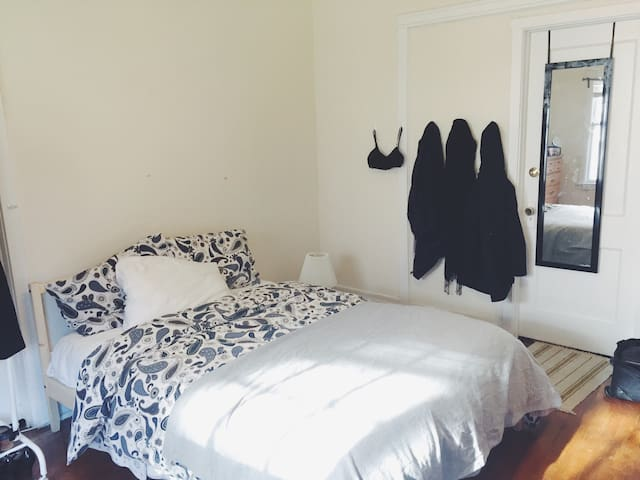 Sunny, spacious room in Evanston - Evanston - Byt