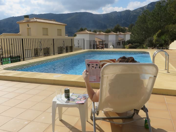 2 Bed, Aircon, Shared Pool, Mountains, Beach 20min