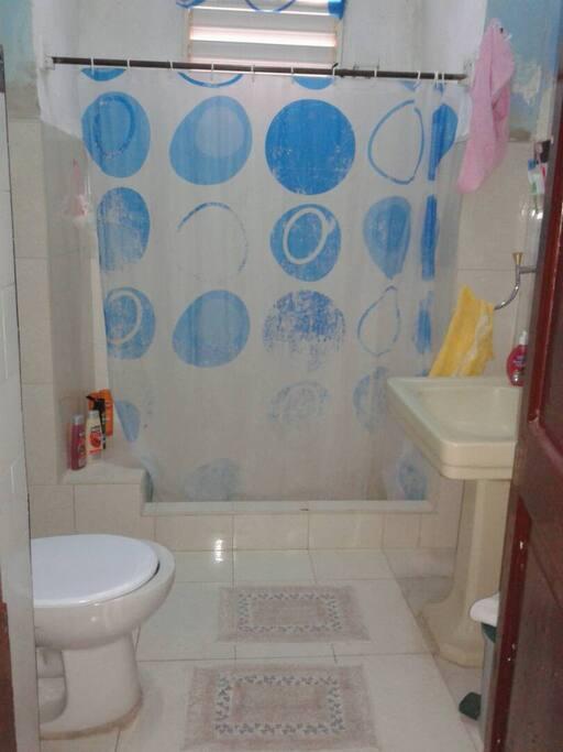 Cuarto de baño privado y amplio agua caliente