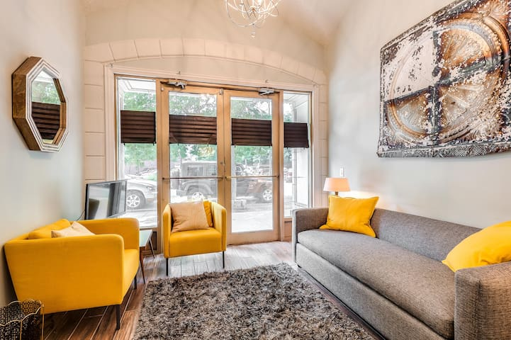 Archways at the Lincoln Park Zoo 2bd/2ba
