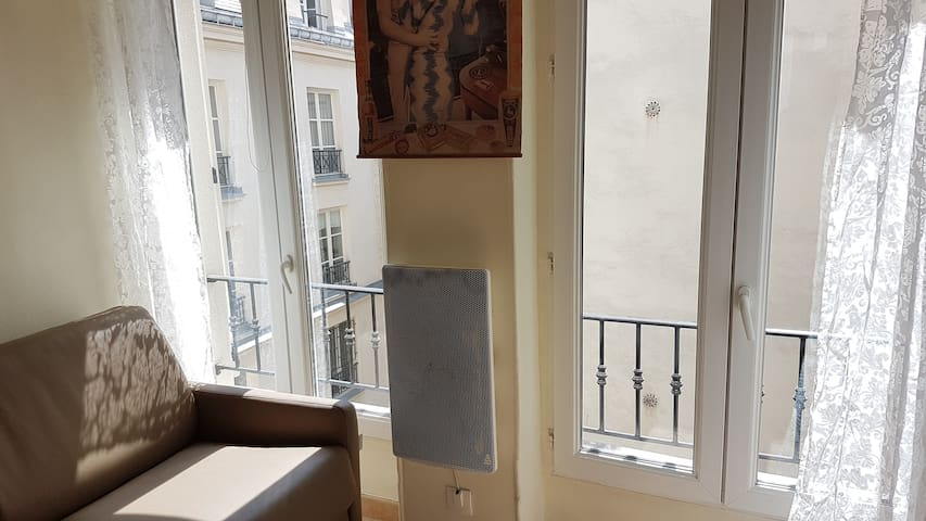 Le Marais, small bright and quiet studio