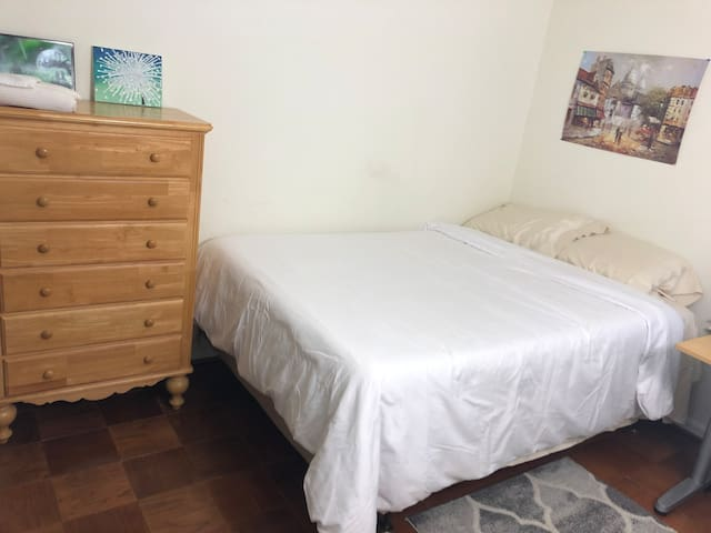 Bright/quiet room. Near metro. Monthly. Women only