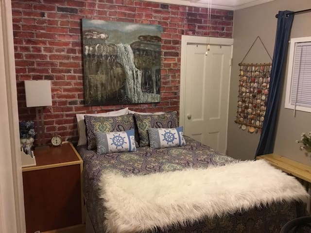 Private Compact Suite, Historic Cozy Bower, Pictou