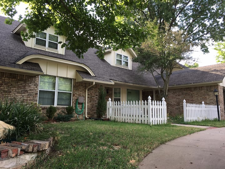 Big cozy cottage home in the heart of Tulsa
