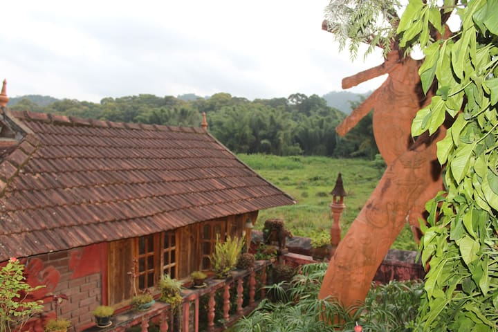 A Cottage Overlooking Periyar Wildlife Sanctuary - Kumily - キャビン