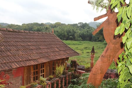 A Cottage Overlooking Periyar Wildlife Sanctuary - Kumily