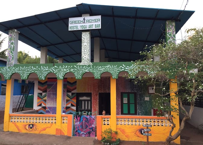 Green Rover Hostel (FREE DRINK WITH BED)