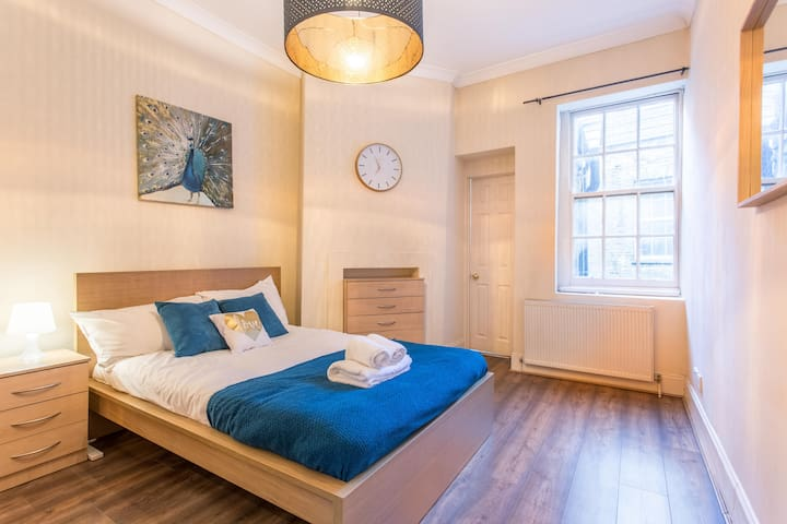 1BR, Leicester Sq Apartment for 4