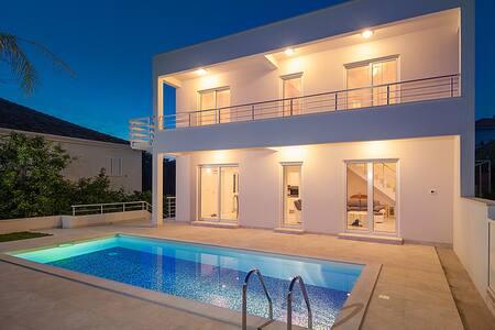 Pool, Beach, close to Town - Okrug - Villa